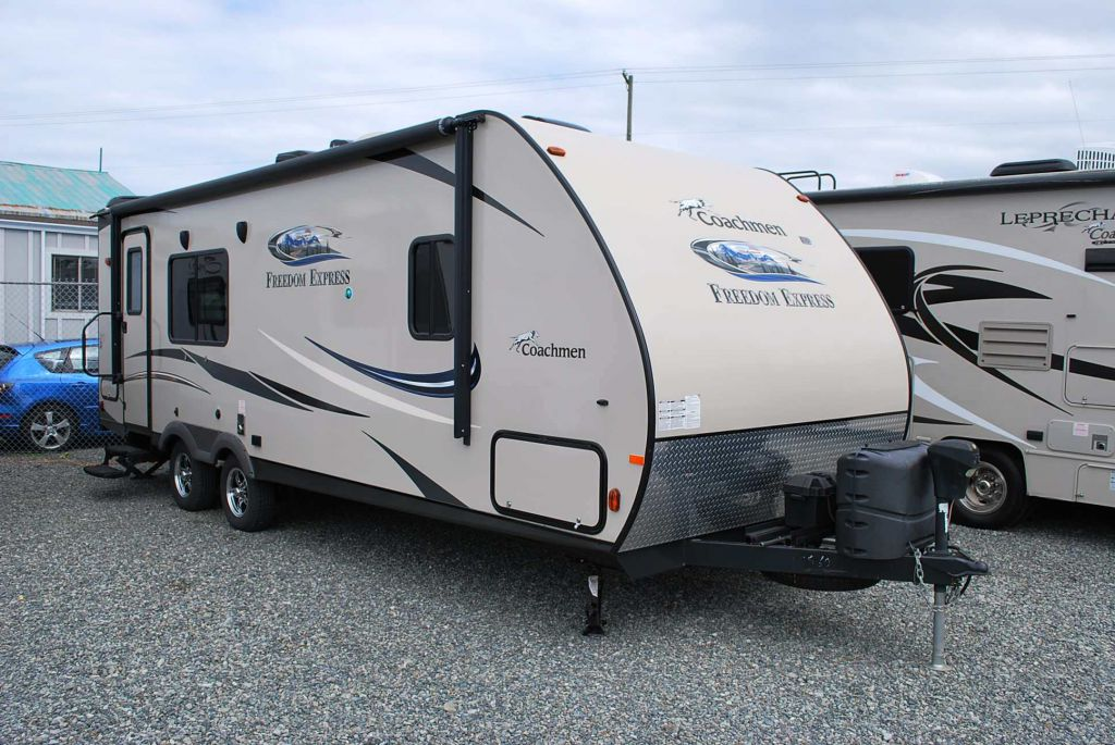 2015 COACHMEN FREEDOM EXPRESS 246RKS