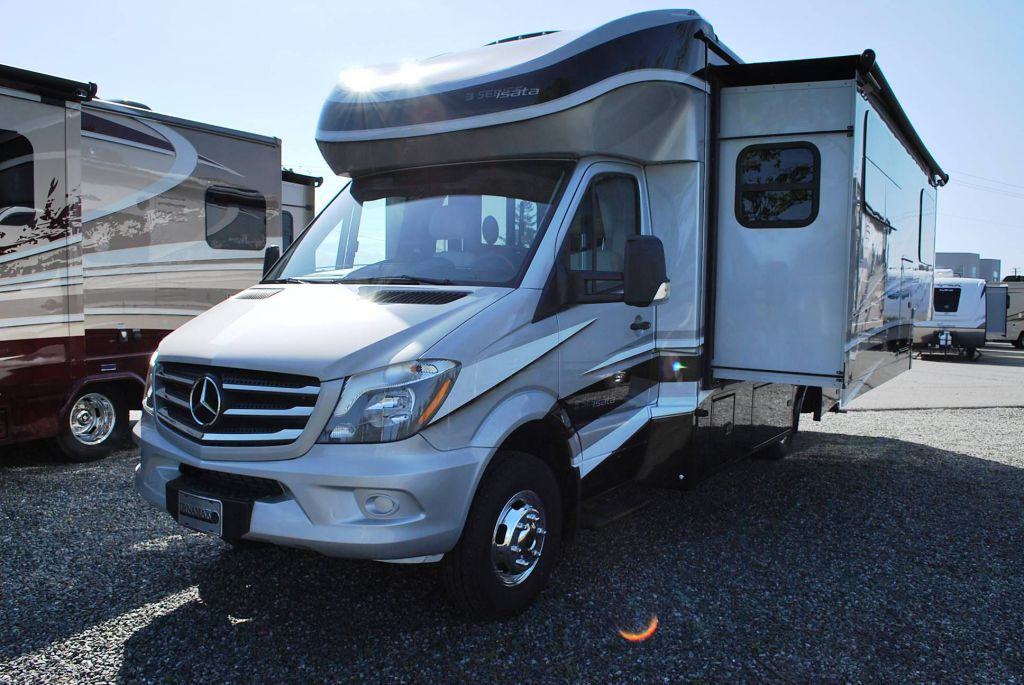 New and Used RV Motorhomes Cs for Sale - RVHotline Canada RV Trader