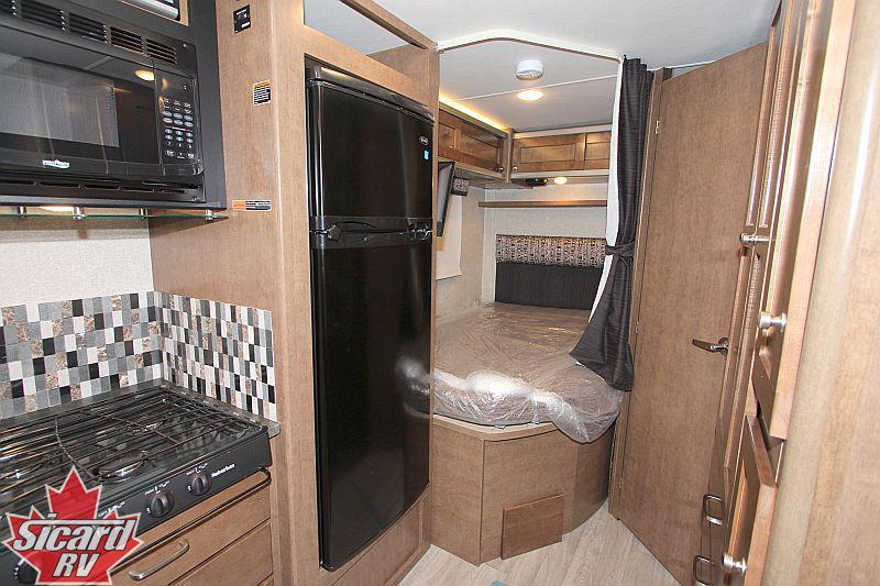 2019 winnebago fuse 23f sicard rv. Black Bedroom Furniture Sets. Home Design Ideas