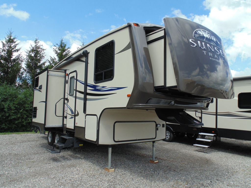 used crossroads fifth wheel trailers for sale in on. Black Bedroom Furniture Sets. Home Design Ideas