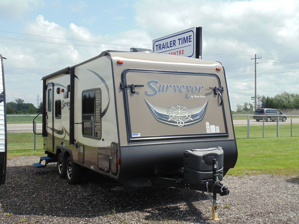 2016 FOREST RIVER SURVEYOR 192T
