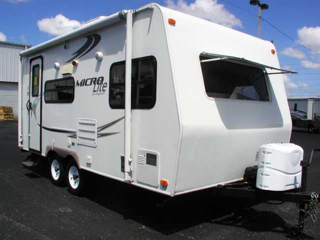 2011 FOREST RIVER FLAGSTAFF MICRO LITE 18FBRS