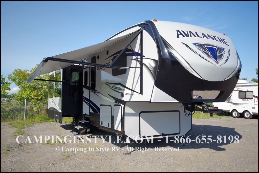 2018 KEYSTONE AVALANCHE 320RS (couples)