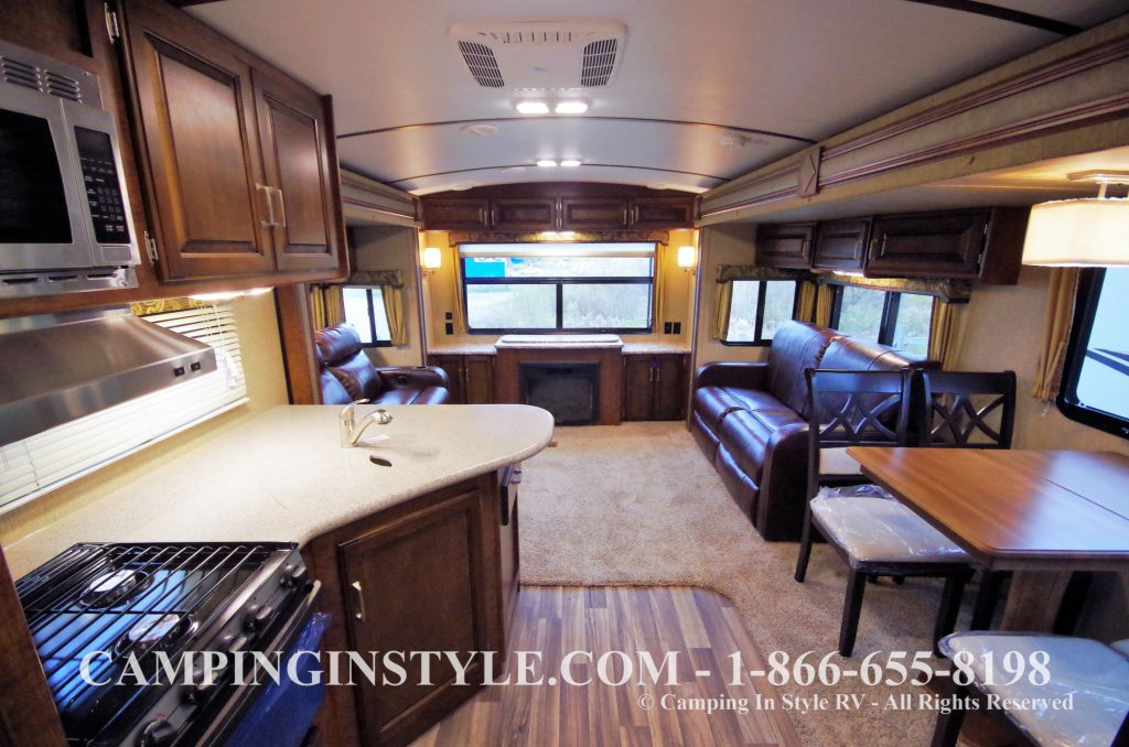 2016 KEYSTONE OUTBACK 298RE (couples) DEMO - Image 4