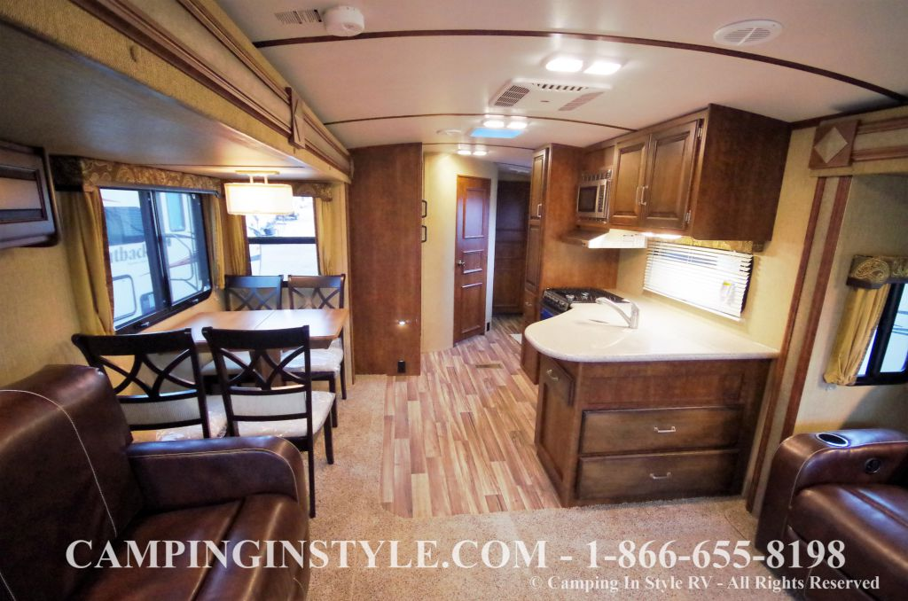 2016 KEYSTONE OUTBACK 298RE (couples) DEMO - Image 5