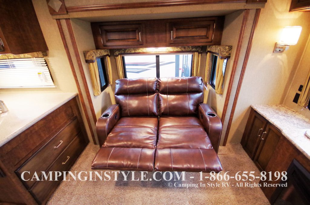 2016 KEYSTONE OUTBACK 298RE (couples) DEMO - Image 10