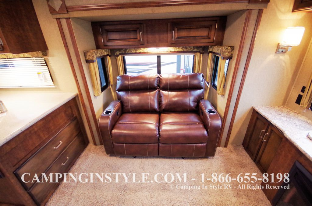 2016 KEYSTONE OUTBACK 298RE (couples) DEMO - Image 9