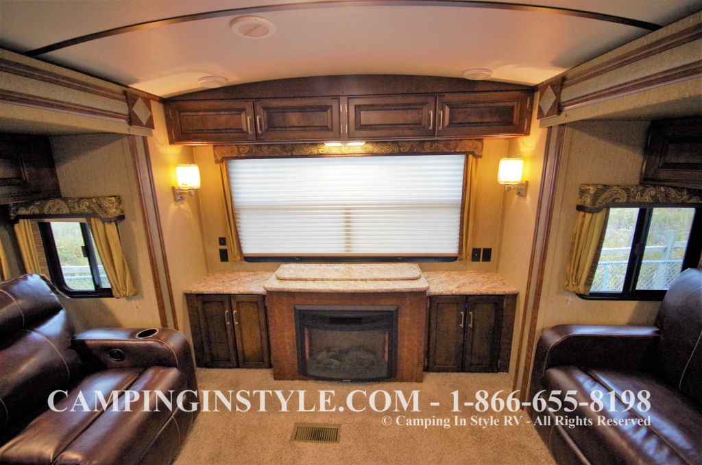 2016 KEYSTONE OUTBACK 298RE (couples) DEMO - Image 11