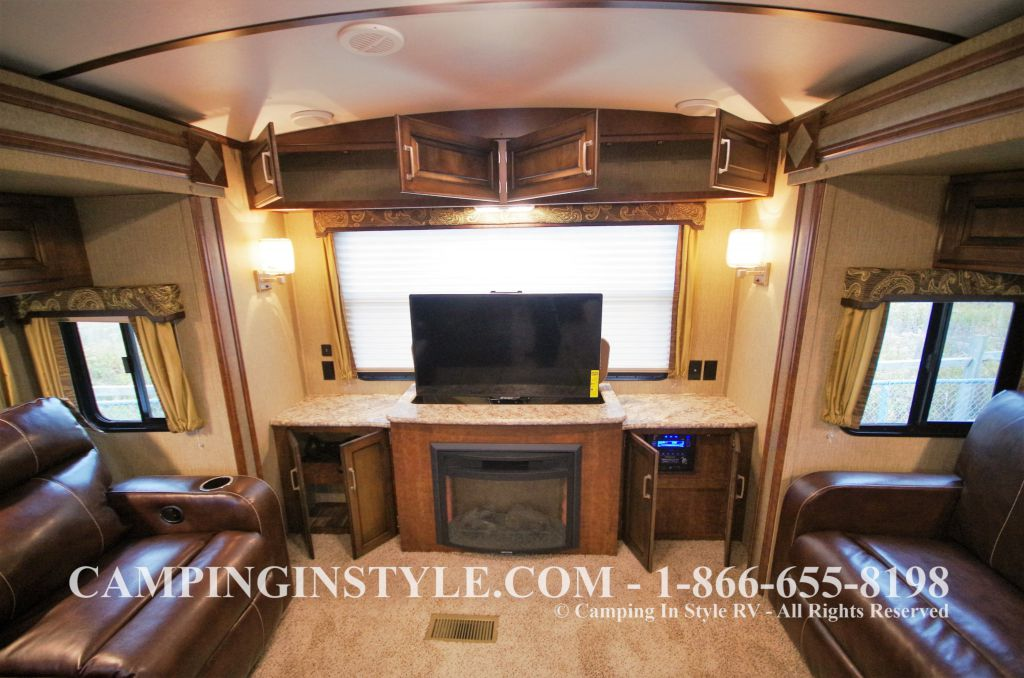 2016 KEYSTONE OUTBACK 298RE (couples) DEMO - Image 12