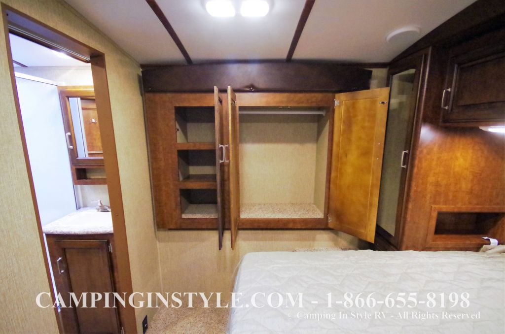 2016 KEYSTONE OUTBACK 298RE (couples) DEMO - Image 21