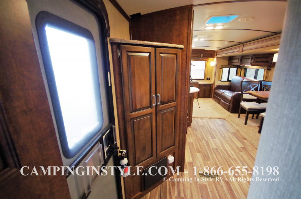 2016 KEYSTONE OUTBACK 298RE (couples) DEMO - Image 17