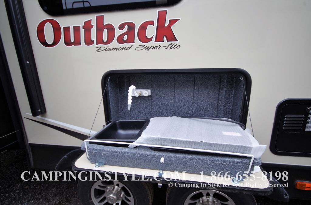 2016 KEYSTONE OUTBACK 298RE (couples) DEMO - Image 24