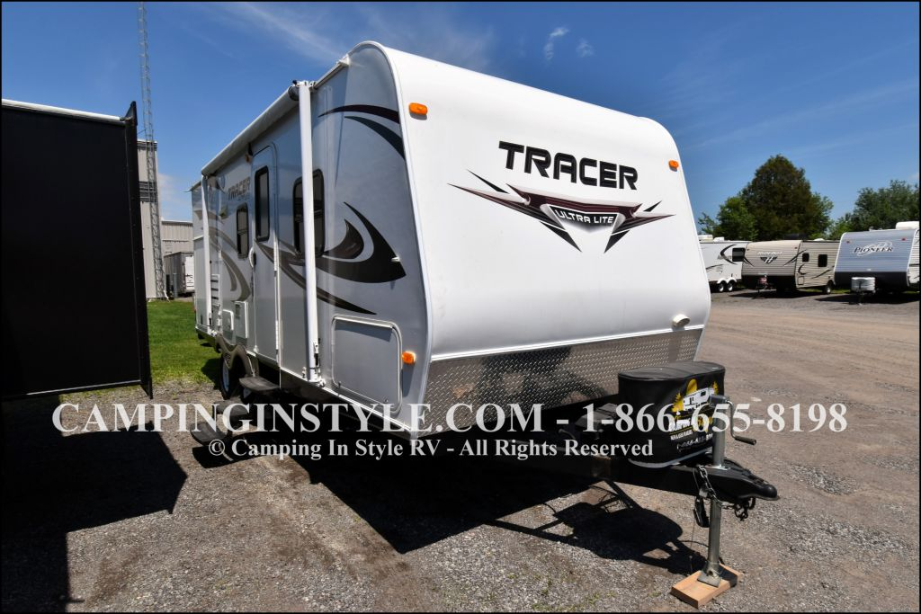 2012 PRIMETIME TRACER 230FBS (couples)