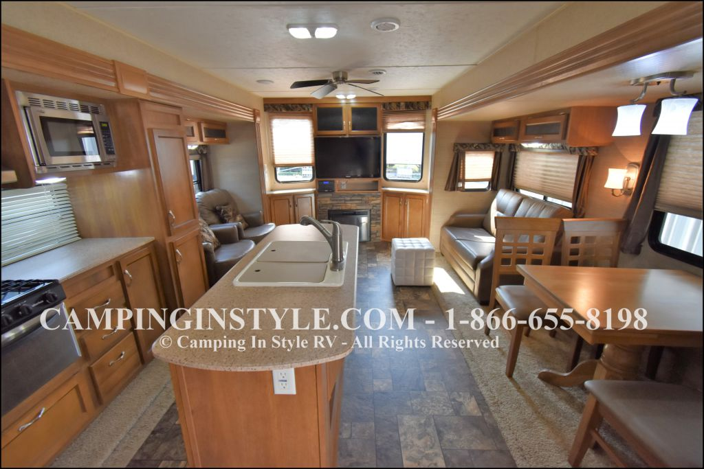 2015 COACHMEN CATALINA 39MKTS (couples) - Image 3