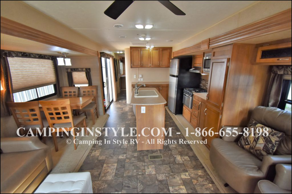 2015 COACHMEN CATALINA 39MKTS (couples) - Image 4