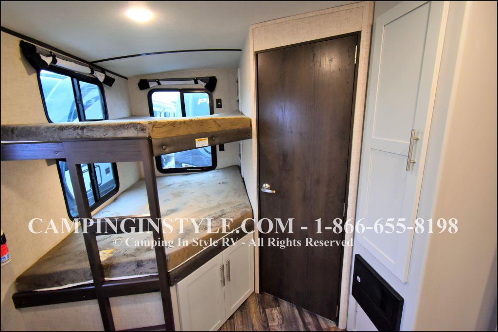 2019 KEYSTONE PREMIER 29BHPR (bunks) - Image 6