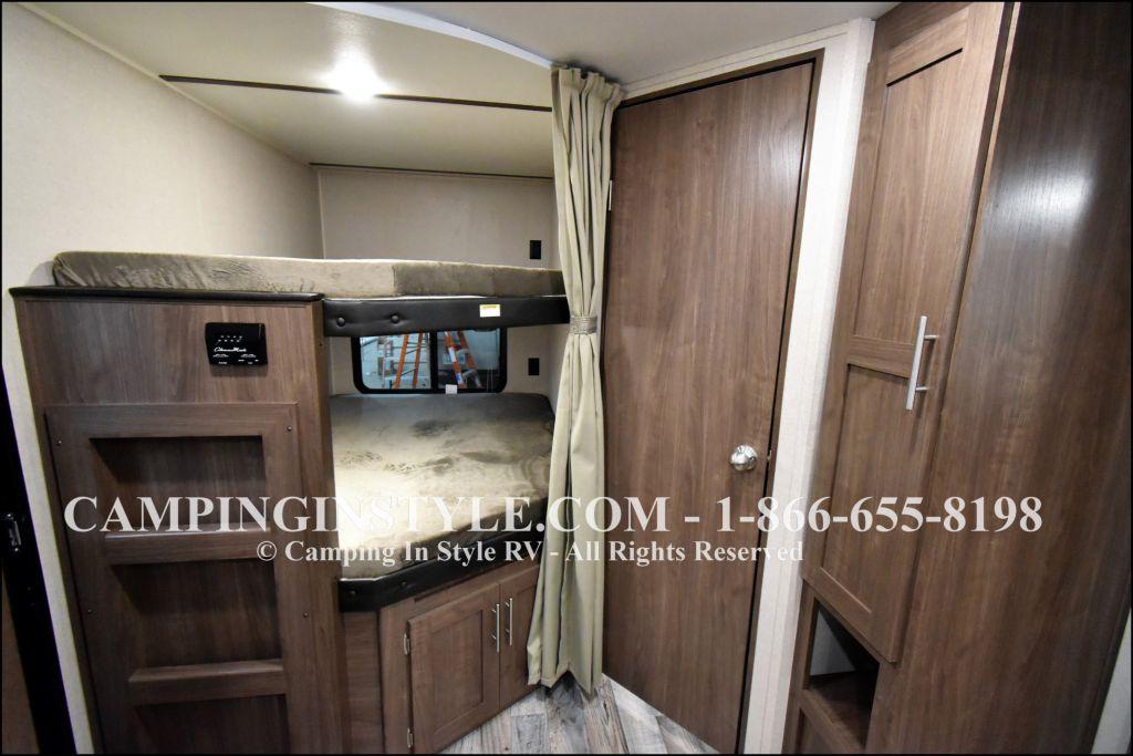 2019 KEYSTONE HIDEOUT 29DFS (bunks) - Image 6