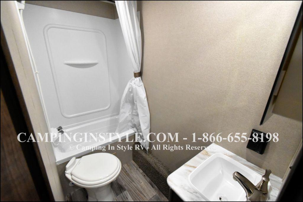2019 KEYSTONE HIDEOUT 29DFS (bunks) - Image 7