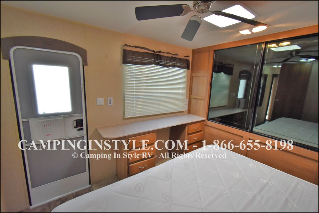 2015 COACHMEN CATALINA 39MKTS (couples) - Image 14