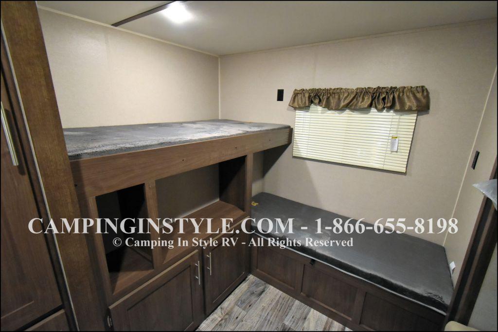 2019 KEYSTONE HIDEOUT LHS 318LHS (bunks) - Image 9
