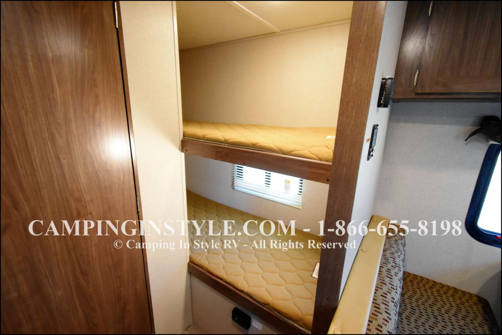 2019 KEYSTONE HIDEOUT LHS 175LHS (bunks) - Image 7