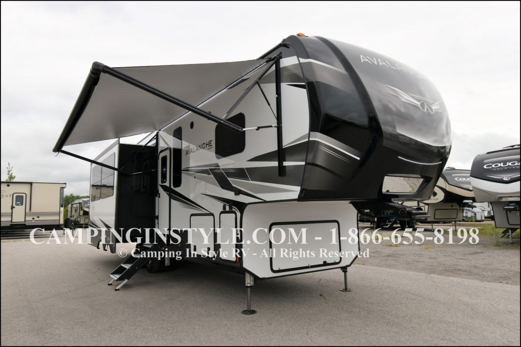 2020 KEYSTONE AVALANCHE 320RS (couples) - Image 1