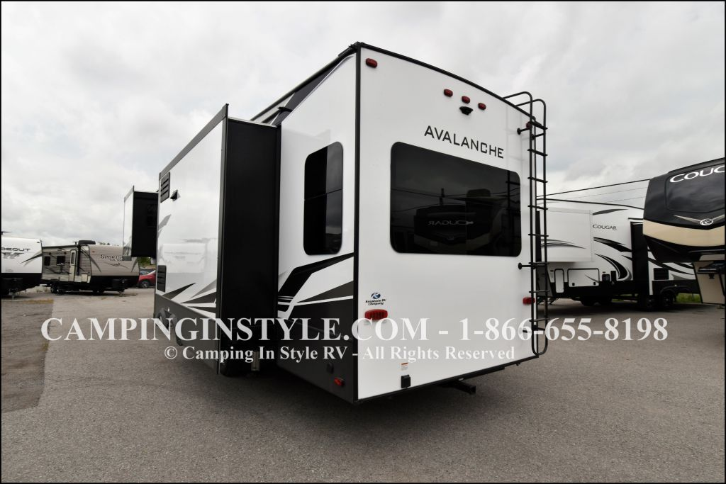 2020 KEYSTONE AVALANCHE 320RS (couples) - Image 17