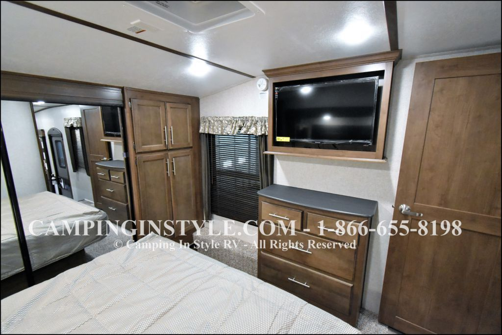 2020 KEYSTONE COUGAR 315RLS (couples) - Image 14