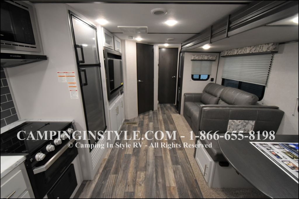 2020 KEYSTONE RV BULLET 258RKS (couples) - Image 4
