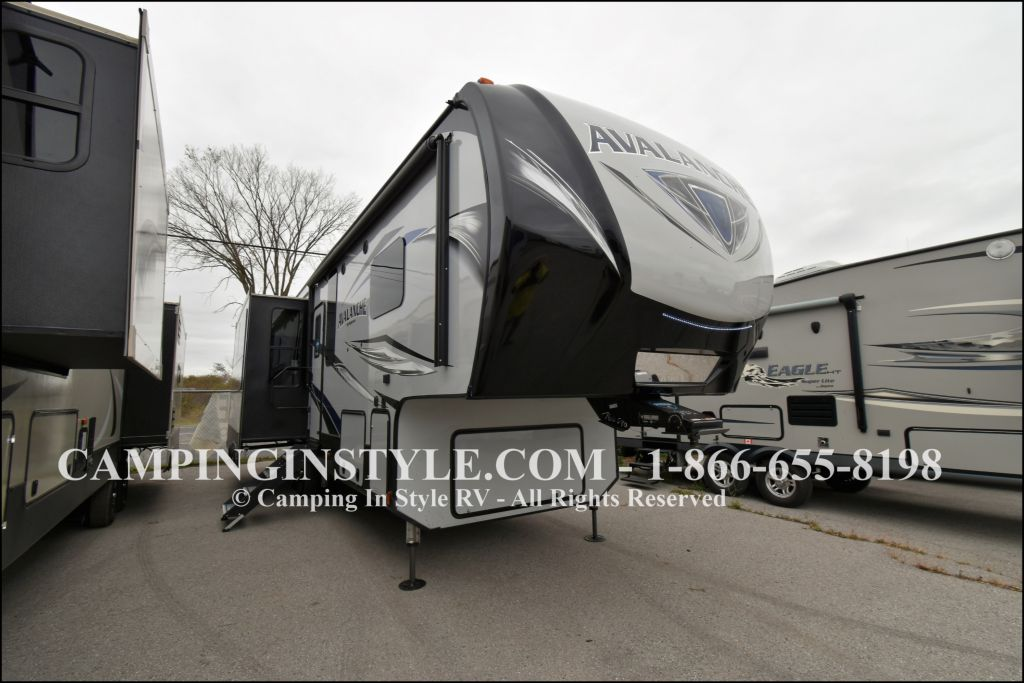 2019 KEYSTONE AVALANCHE 320RS (couples) - Image 1