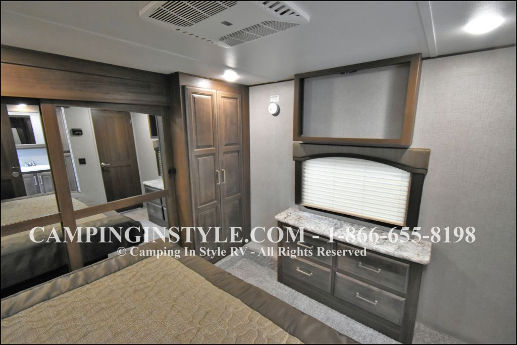 2019 KEYSTONE AVALANCHE 320RS (couples) - Image 13