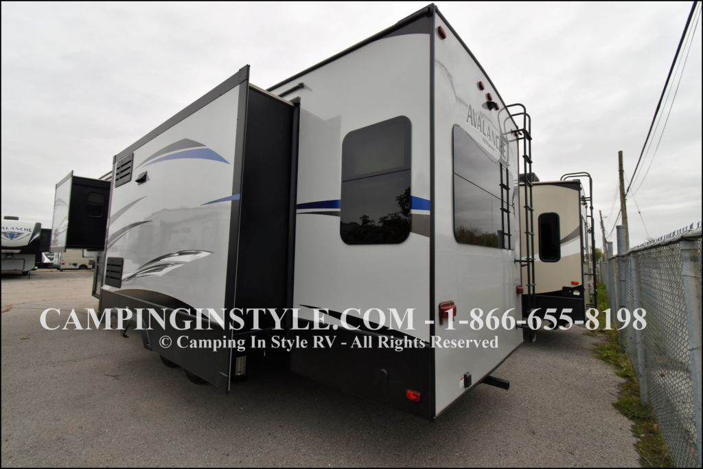2019 KEYSTONE AVALANCHE 320RS (couples) - Image 15