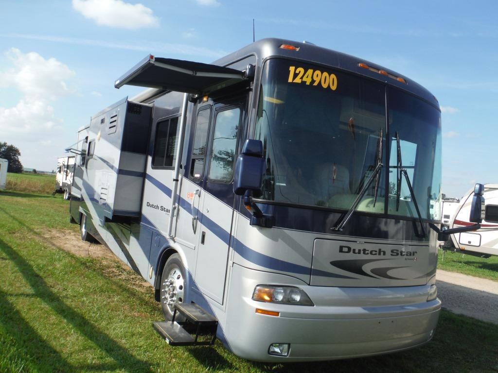 Frontal View of a 2005 NEWMAR Dutch Star, 4009