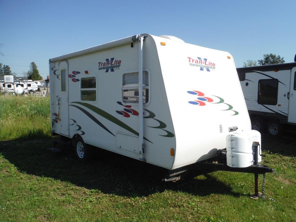 Frontal View of a 2007 R-VISION Trail Lite Crossover, 189QB