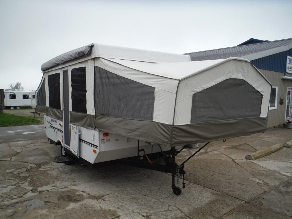 Frontal View of a 2009 ROCKWOOD Freedom, 2270