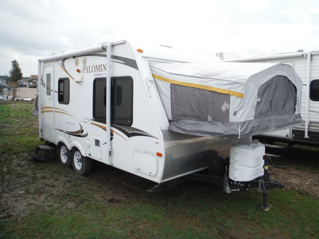 Frontal View of a 2012 PALOMINO Stampede, 195