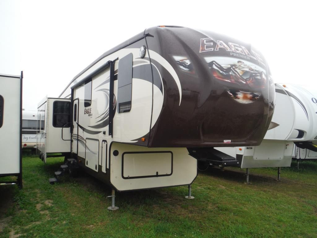 Frontal View of a 2014 JAYCO Eagle Premier, 331RETS