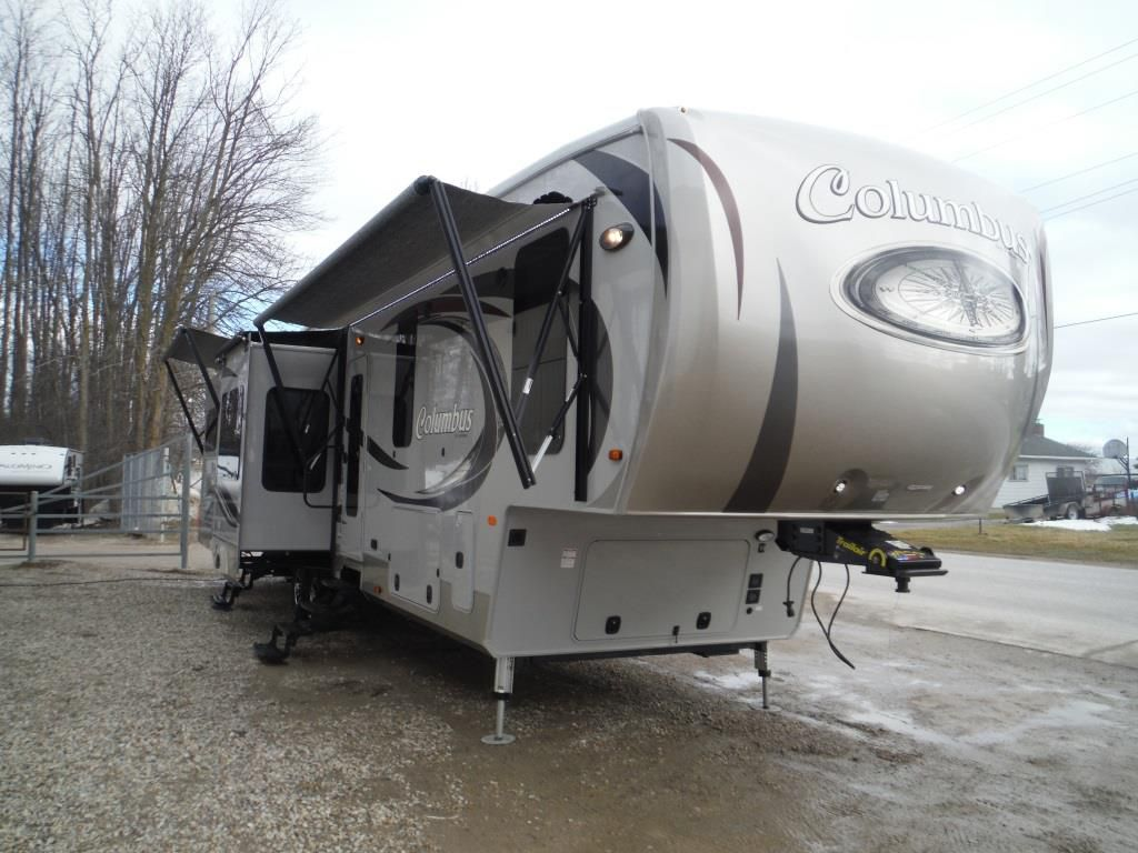 Frontal View of a 2016 PALOMINO Columbus, 384RD