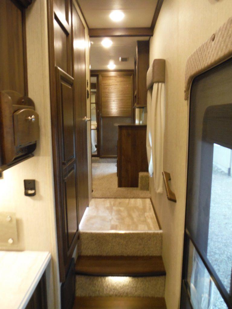 New 2016 Palomino Columbus 384rd Fifth Wheel 508848