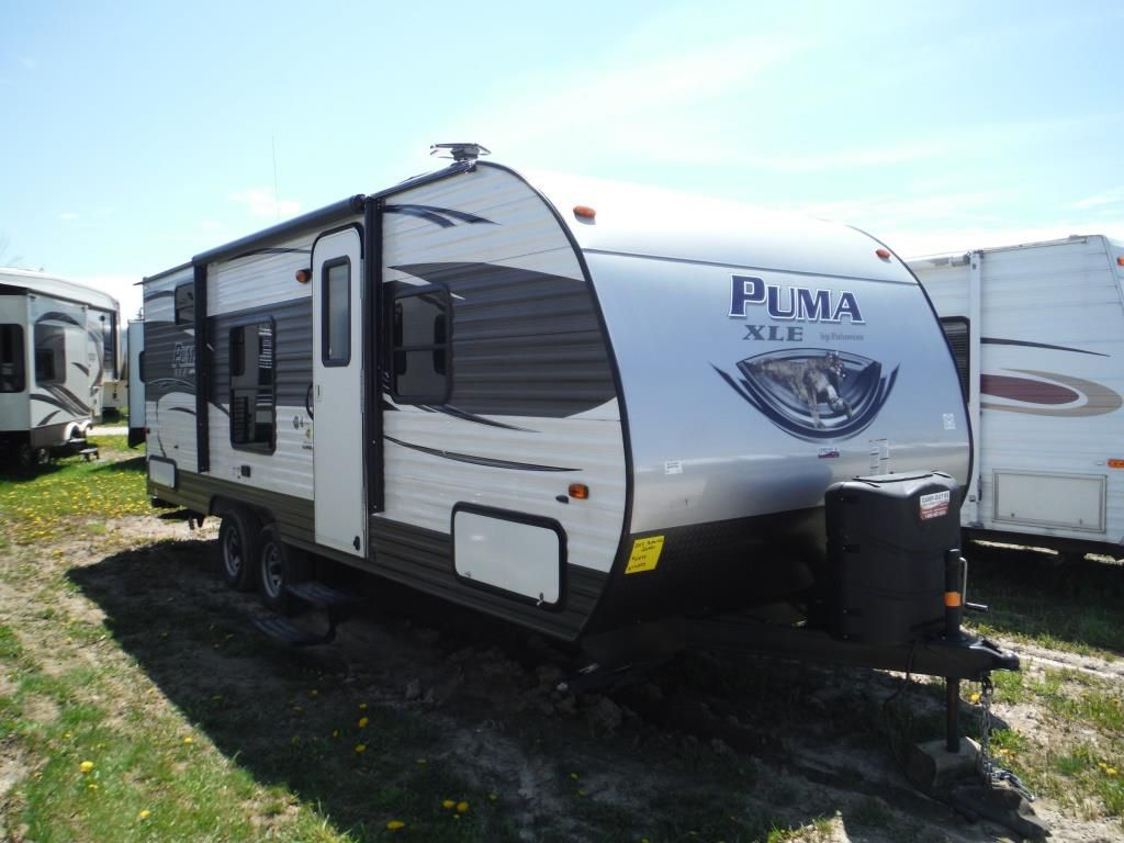 Frontal View of a 2017 PALOMINO Puma XLE, 22RBC