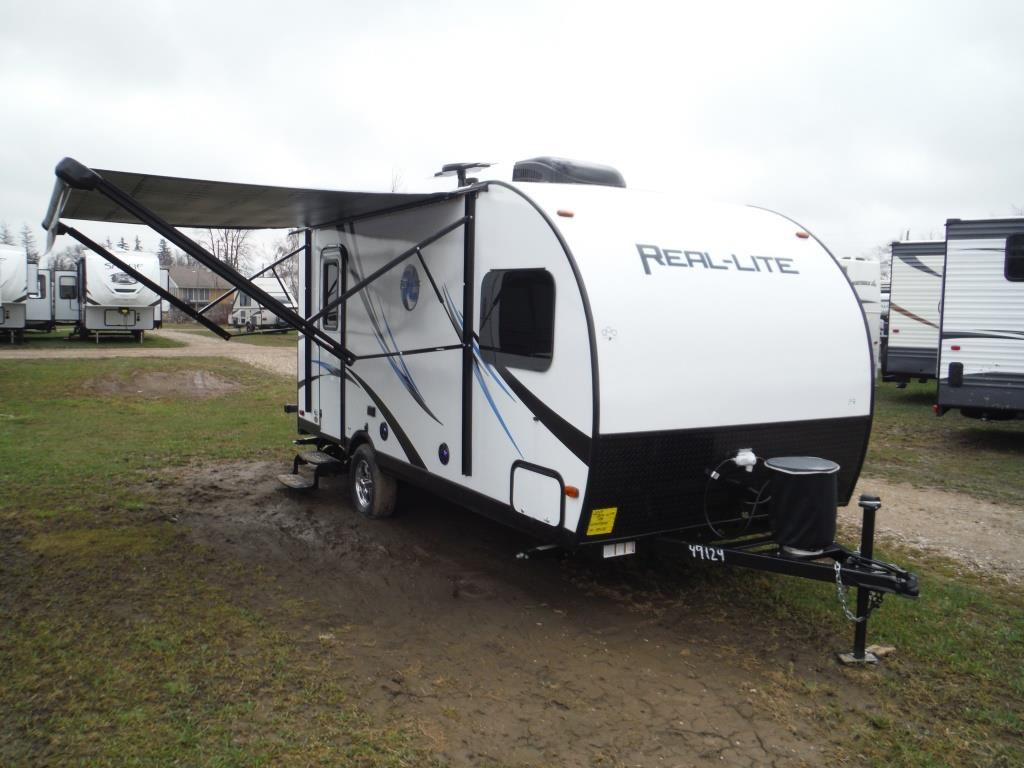 Frontal View of a 2017 PALOMINO Real Lite, 178