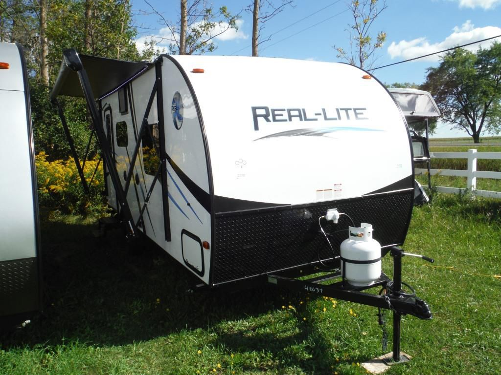 Frontal View of a 2017 PALOMINO Real Lite, 19S