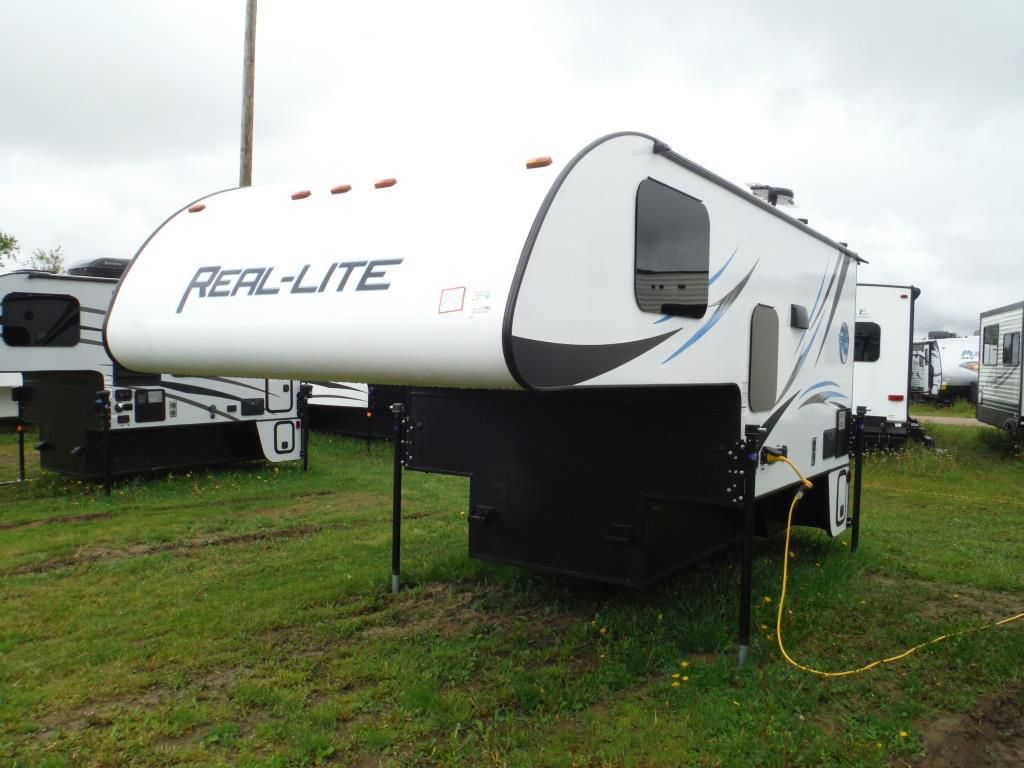 Frontal View of a 2017 PALOMINO Real Lite, HS-1806