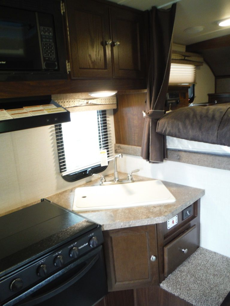 NEW 2019 PALOMINO REAL LITE HS1806 TRUCK CAMPER - Stratford