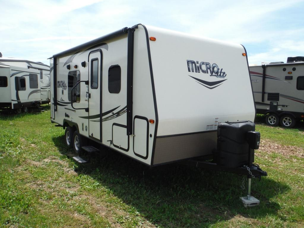 Frontal View of a 2017 FLAGSTAFF MICRO LITE, 23FBKS