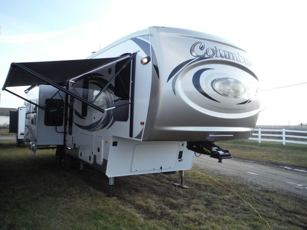 Frontal View of a 2018 PALOMINO Columbus, 340RK