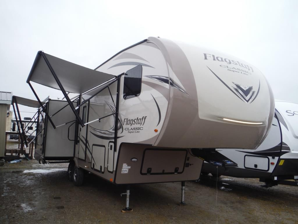 Frontal View of a 2018 FLAGSTAFF Classic Super Lite, 8528IKWS
