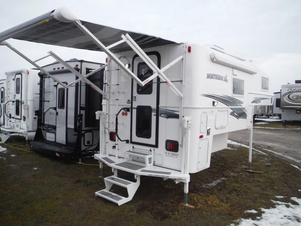 Frontal View of a 2018 NORTHERN LITE 8'11, Dry Bath SE