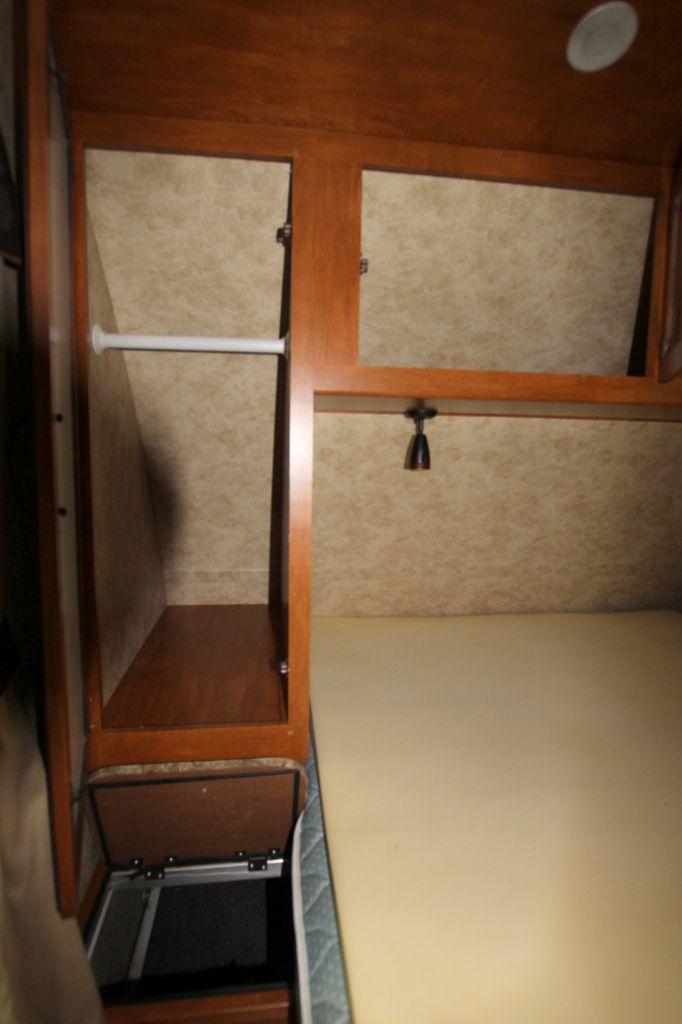 2012 KEYSTONE BULLET PREMIER ULTRA LITE 19FBPR - Image 12