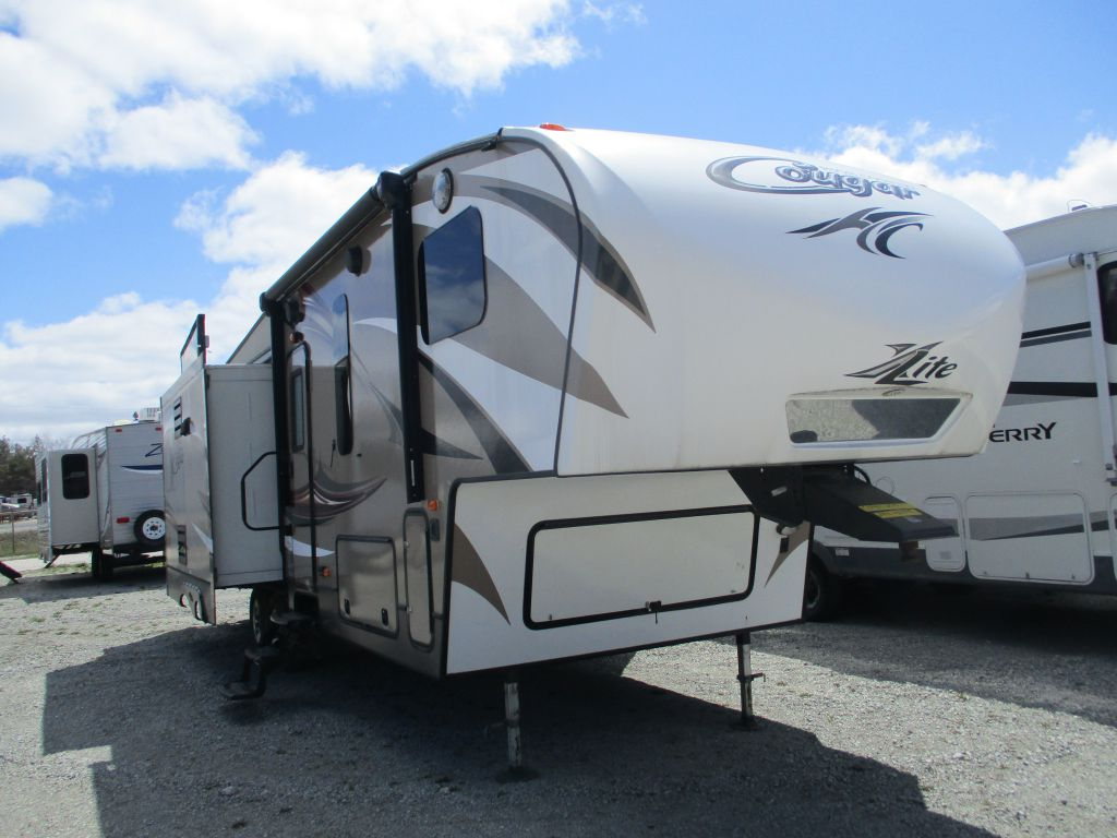 2015 COUGAR KEYSTONE 29RLI - ISLAND KITCHEN